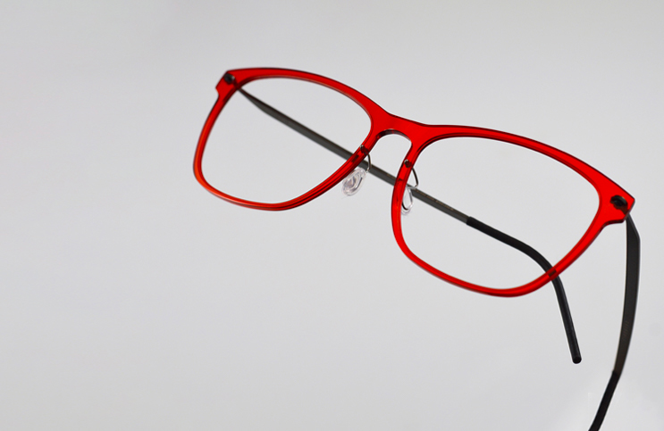 Wayfarer-with-red-frame