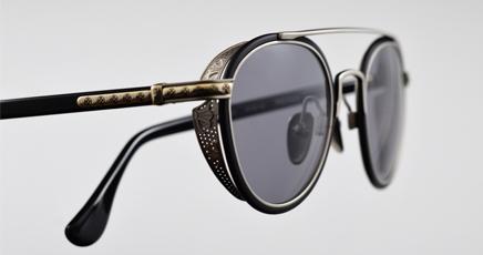Aviators-with-grey-glasses