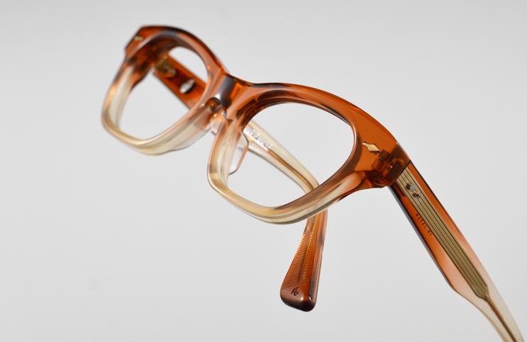 Wayfarer-with-brown-frame-eyeglases